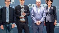 Vua cờ Carlsen vô địch siêu giải Grenke