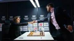 Vua cờ Carlsen thắng ván thứ tư liên tiếp